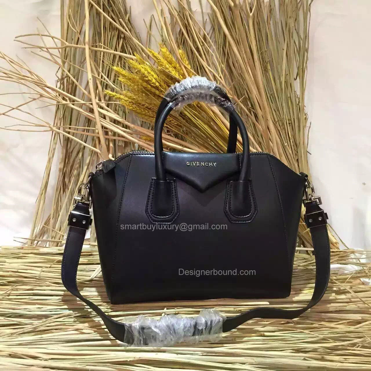 9a5f64cc50d Givenchy Small Antigona Bag in Black Smooth Calfskin 285173M -